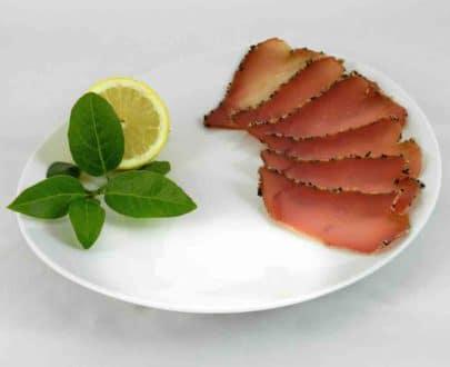Bresaola di tonno al sesamo